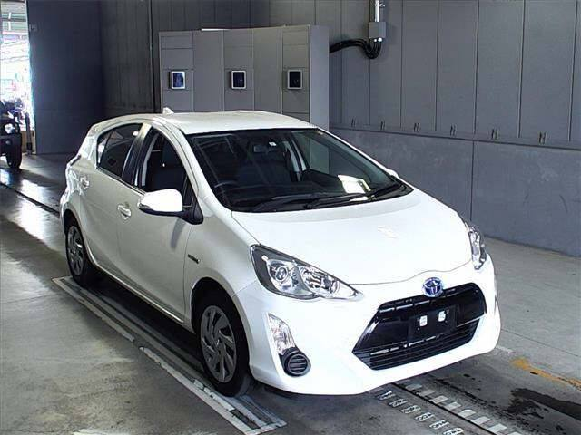 Toyota Aqua white push start
